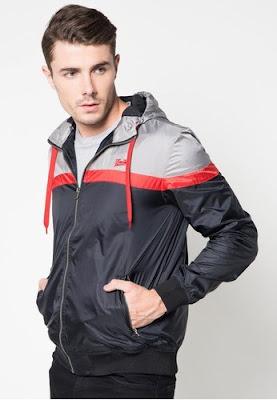 Jaket pria yang cocok untuk musim hujan1
