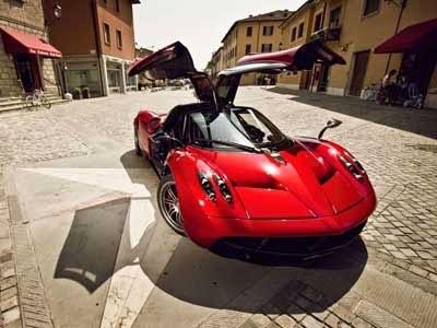 مؤسس فيسبوك يشتري سيارة فارهة Pagani Huayra