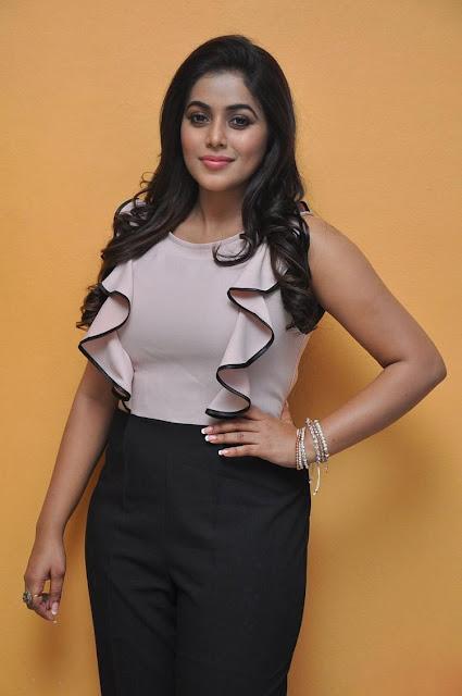 Poorna at Jayammu Nischayammura Movie Success Meet pics