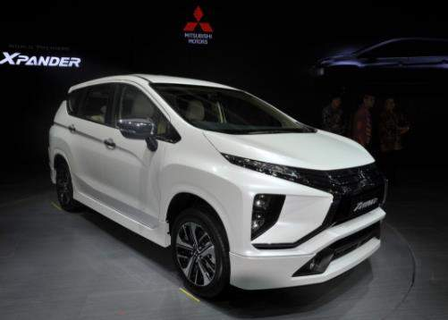 Mitsubishi_Expander_putih