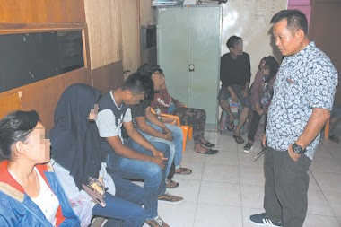 Belasan Terduga Pelaku Maksiat dan Pasangan LGBT Terjaring Razia di Padang