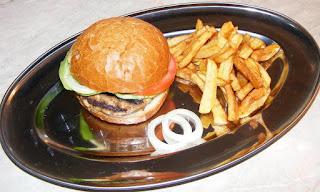 hamburger, hamburgeri de casa, sandwich, burger, cheeseburger, barbecue, fripturi, retete pentru gratar, retete, retete culinare, retete de mancare, fast food, reteta hamburger, hamburgeri americani, hamburger american, gustari, retete straine, retete traditionale americane, mancare americana, hamburger de porc, hamburger de vita, hamburger de curcan, gratare, grill,