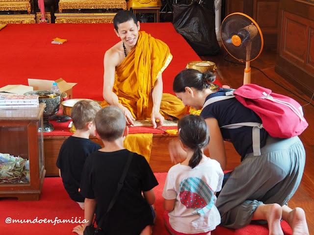 Wat Trimitr Witthayaram, Templo del Buddha dorado (Bangkok)