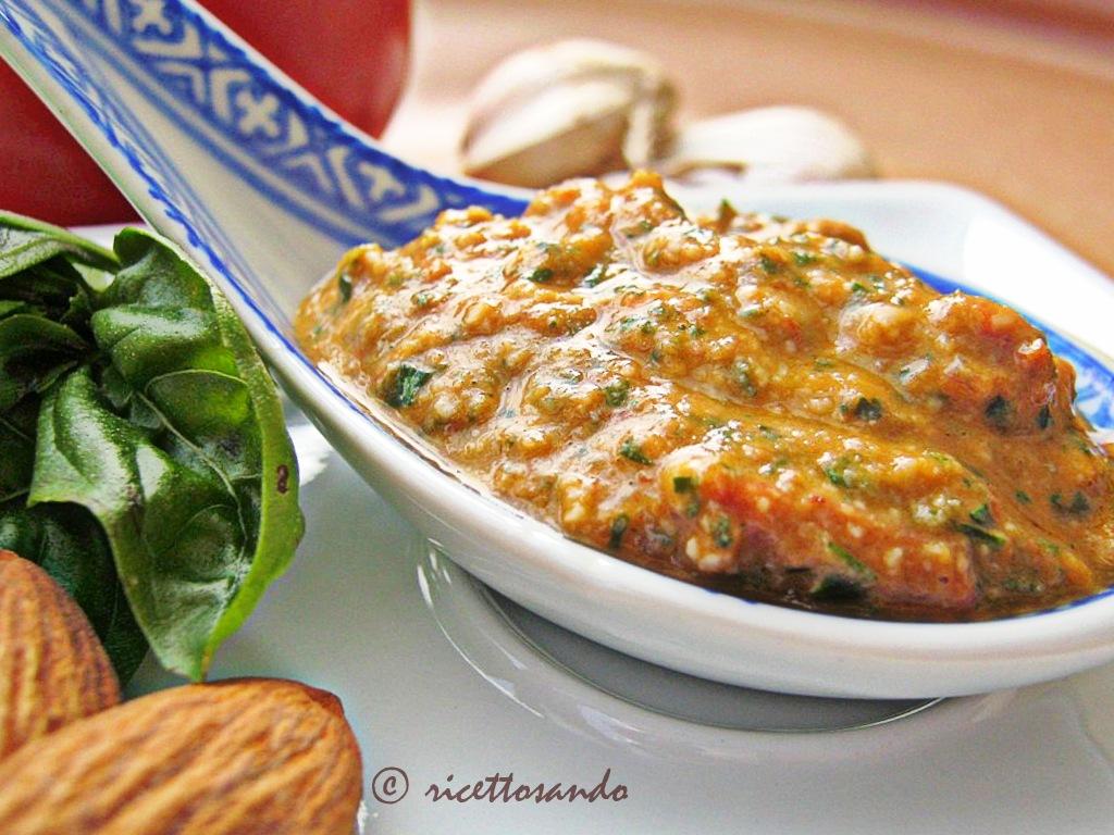Pesto trapanese ricetta di salsa per i busiati tipica trapanese