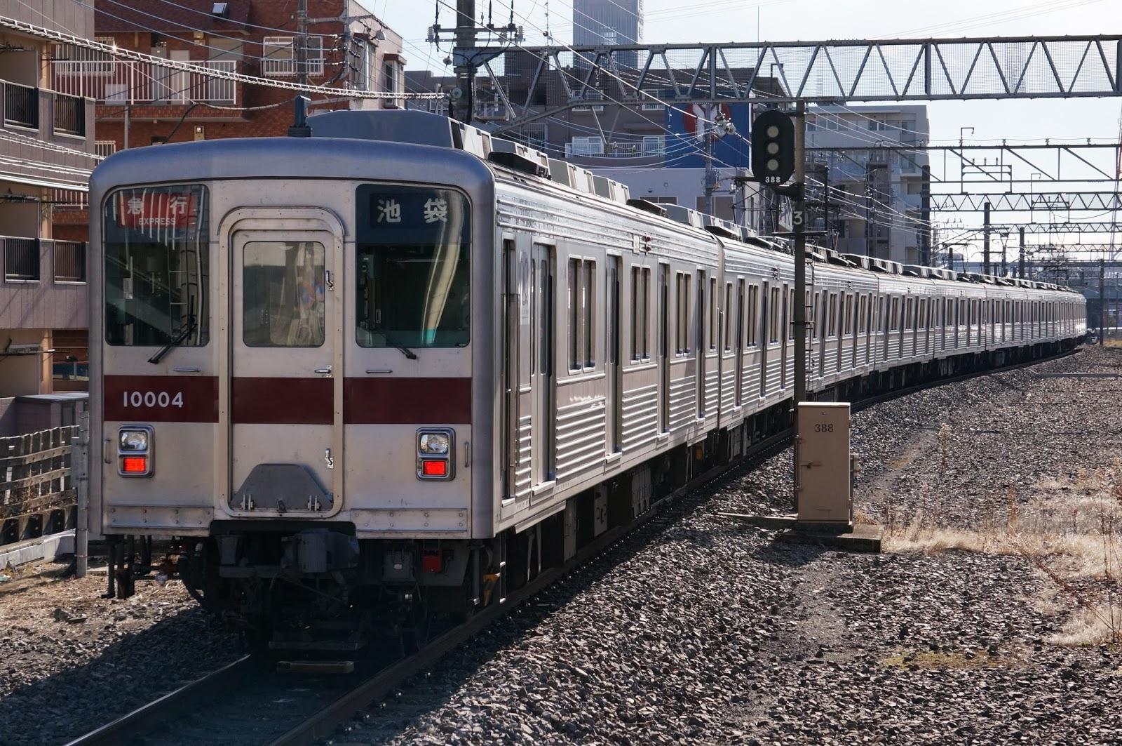東武東上線を走る10000系電車