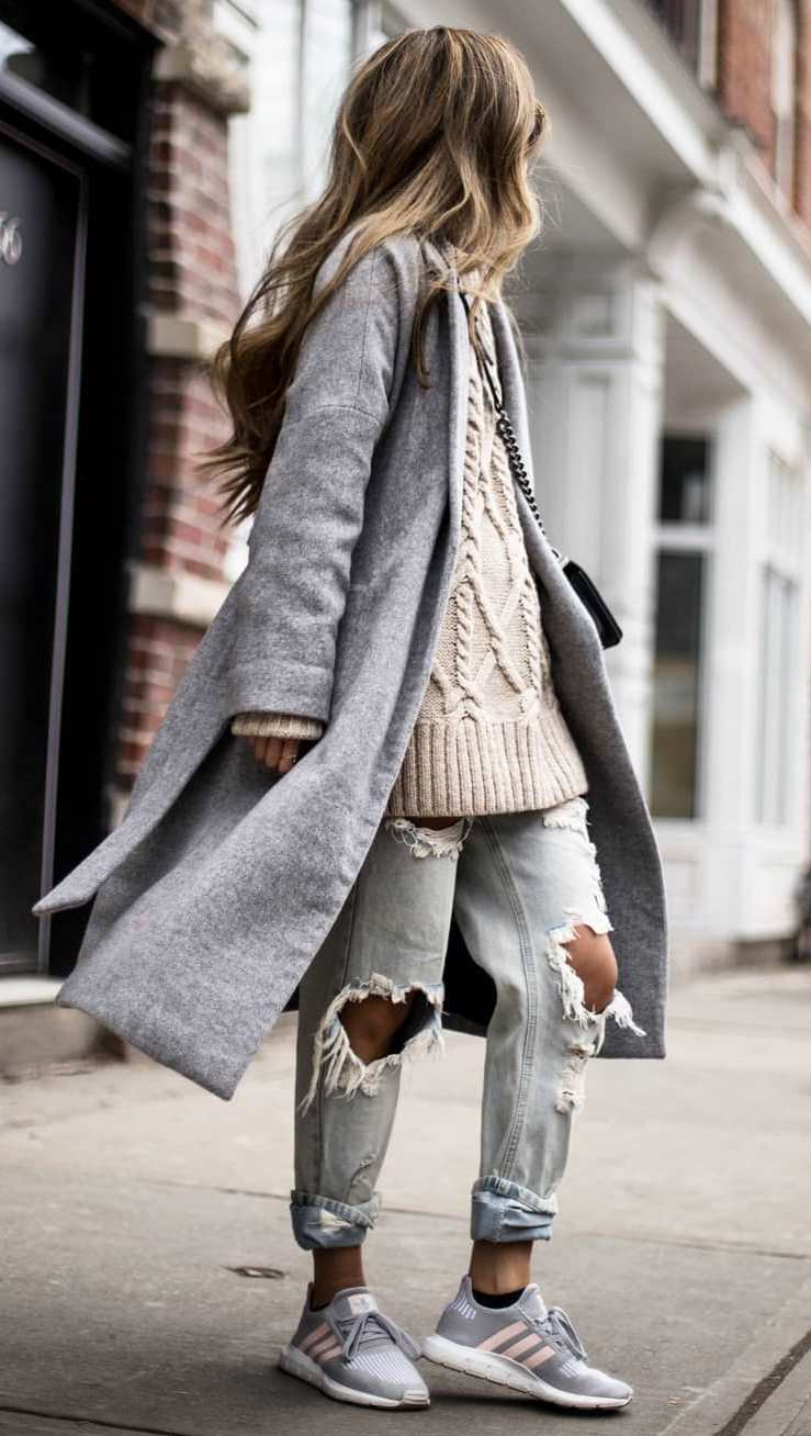 street style perfection / oversized sweater + grey coat + distressed jeans + sneakers