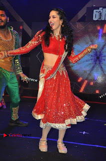 Bollywood Actress Model Sunny Leone Dance Performance in Red Half Saree at Rogue Audio Launch 13 March 2017  0135.jpg