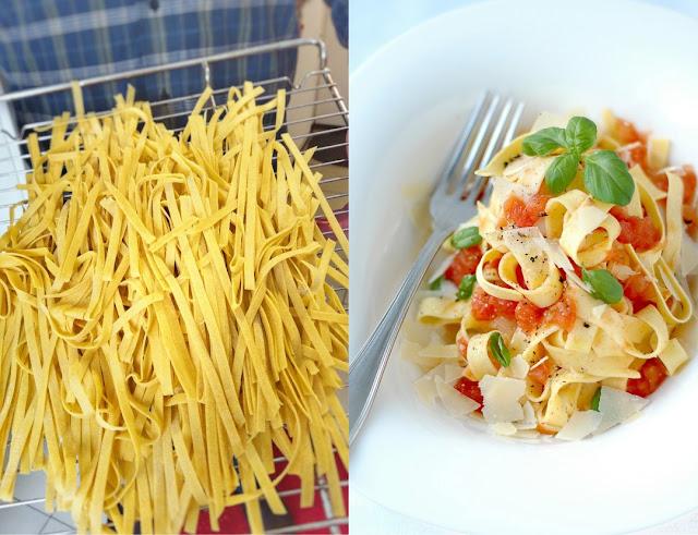 Aus hausgemachten Bandnudeln zubereitet schmecken Pasta mit Tomatensauce doppelt gut.