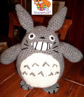 http://translate.google.es/translate?hl=es&sl=en&tl=es&u=http%3A%2F%2Frobezpierre.deviantart.com%2Fart%2FTotoro-crochet-pattern-266684622