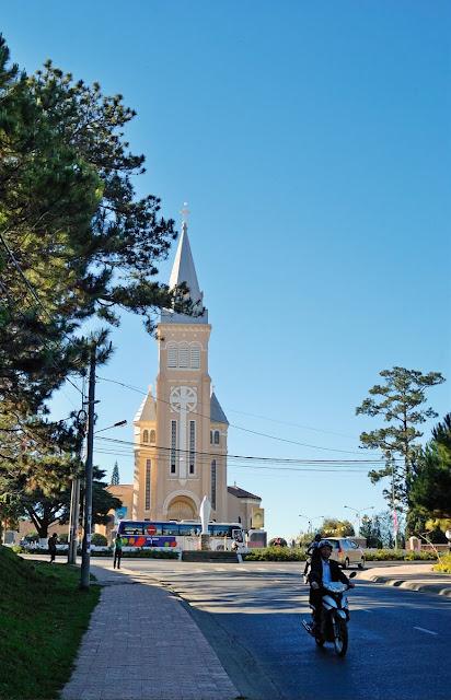 Cathédrale façade principale de Da Lat