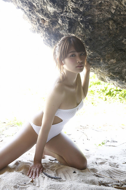 久松郁実 Hisamatsu Ikumi Sexy On Beach Images 06