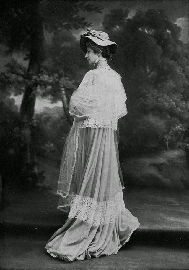 Joplin >> 26 Vintage Photos Show Beautiful Parisian Women's Fashion From the 1900s ~ vintage everyday