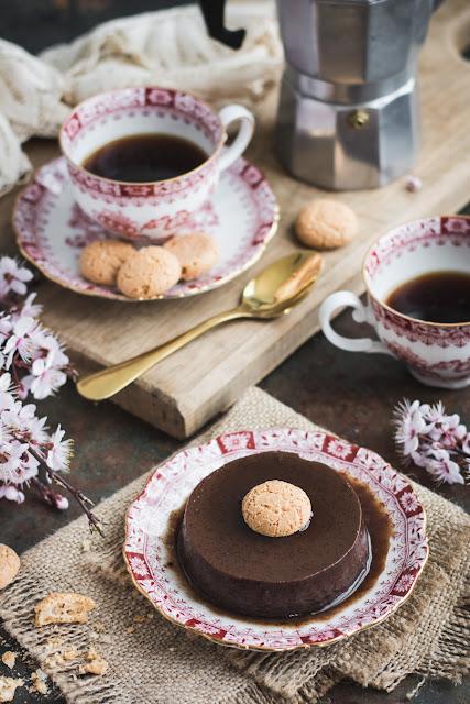 Bonèt, flans au chocolat et amaretti piémontais