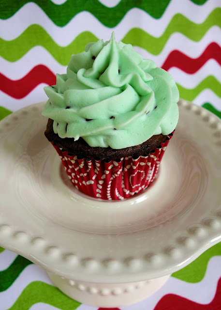 Mint Chocolate Chip Cupcakes - easy chocolate cupcakes topped with a homemade mint chocolate chip buttercream! Cake mix, butter, mint extract, powdered sugar, whipping cream, green food coloring and mini chocolate chips. Great for parties! #cupcakes #mintchocolate #stpatricksday