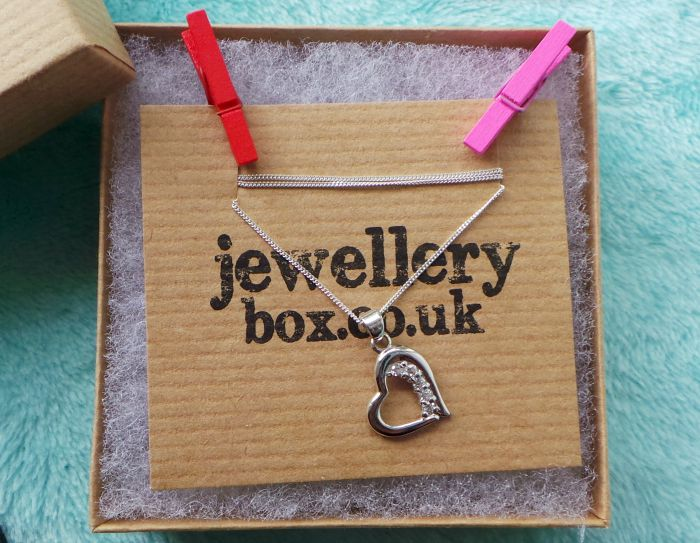 jewellery box open heart necklace