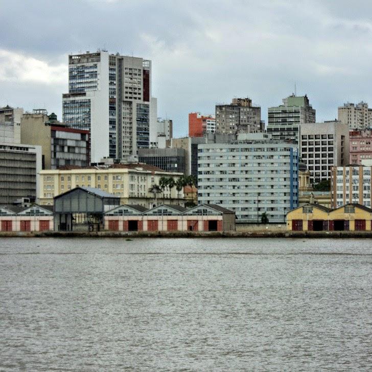 Pórtico Central do Cais do Porto de Porto Alegre e Prédio da Secretaria da Fazenda - Amarelo (E)