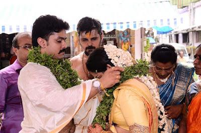 Actor-Harish-Doctor-Abinaya-Marriage-Stills-12