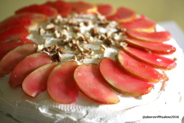 Apfeltorte mit Walnuss und Eierlikör