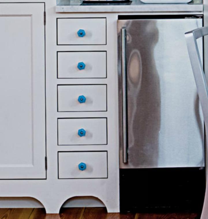 Coastal aqua cabinet hardware