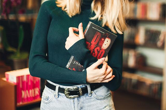 W bibliotece.