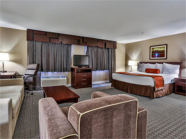 Tuscany Suites & Casino Las Vegas offers all the amenities of The Strip's mega resorts in a more intimate, convenient and comfortable experience for all the guests. At 650 square feet, the standard Las Vegas hotel suites are among the largest in the city.
