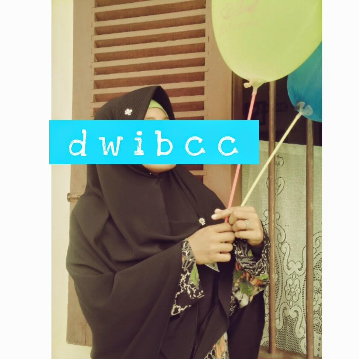 foto muslimah dwibcc dengan balon