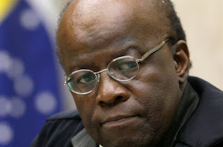http://vnoticia.com.br/noticia/2705-joaquim-barbosa-anuncia-que-nao-sera-candidato-a-presidencia