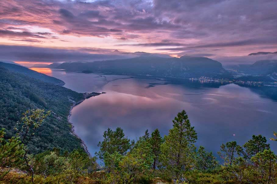 norway-nature-fjord-mountains-evening-scene