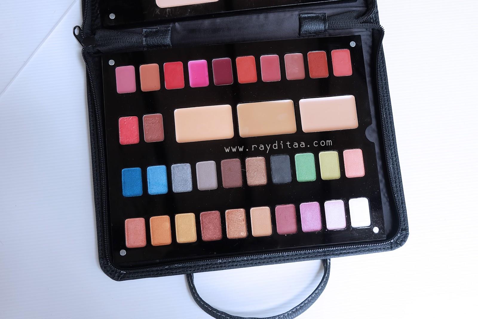 Review Inez Cosmetics Palette With Luxury Pack Elusive Correcting Cream Vivid Di Yg Bagian Atas Selain Ada Eyeshadow Tuh Dia Juga Dan Lipstick Lipshine Nya