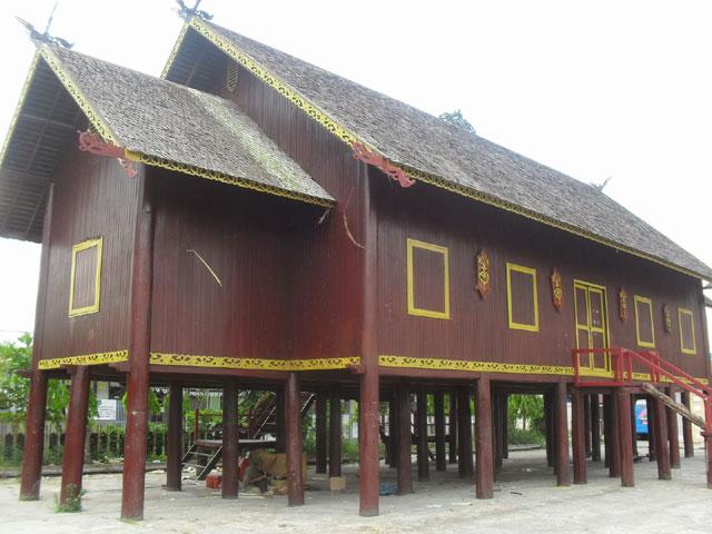 Rumah Adat Bentang