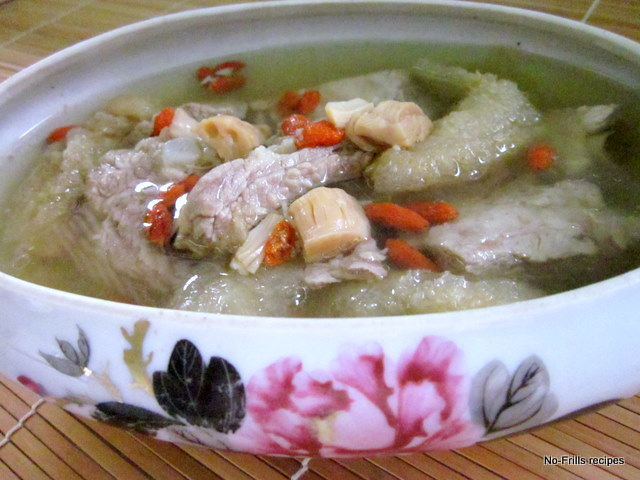Double boiled fish bladder and spare ribs soup for Boiled fish recipe