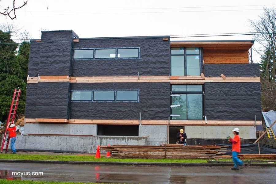 Casa residencial contemporánea prefabricada en construcción