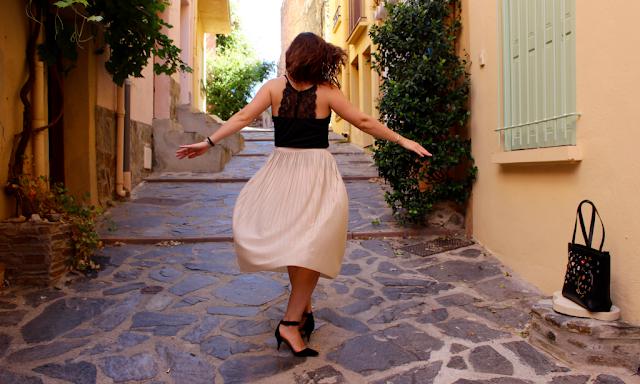 Jeune femme - blogueuse - mode - beauté - rue - joie