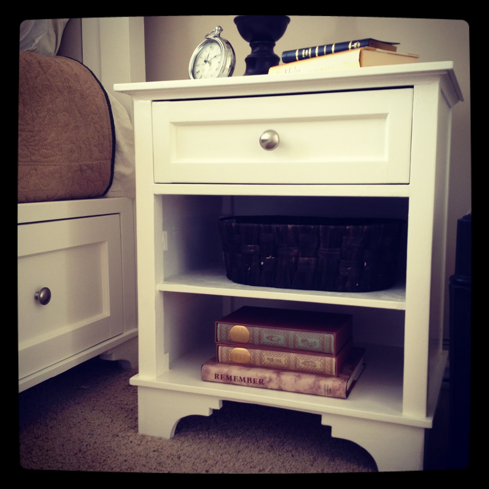 Do It Yourself Divas: DIY: Nightstand