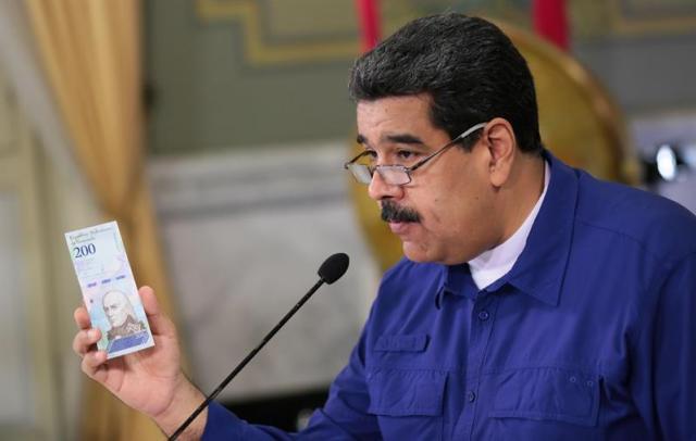 Medidas de Maduro contra la crisis son insuficientes, estiman analistas