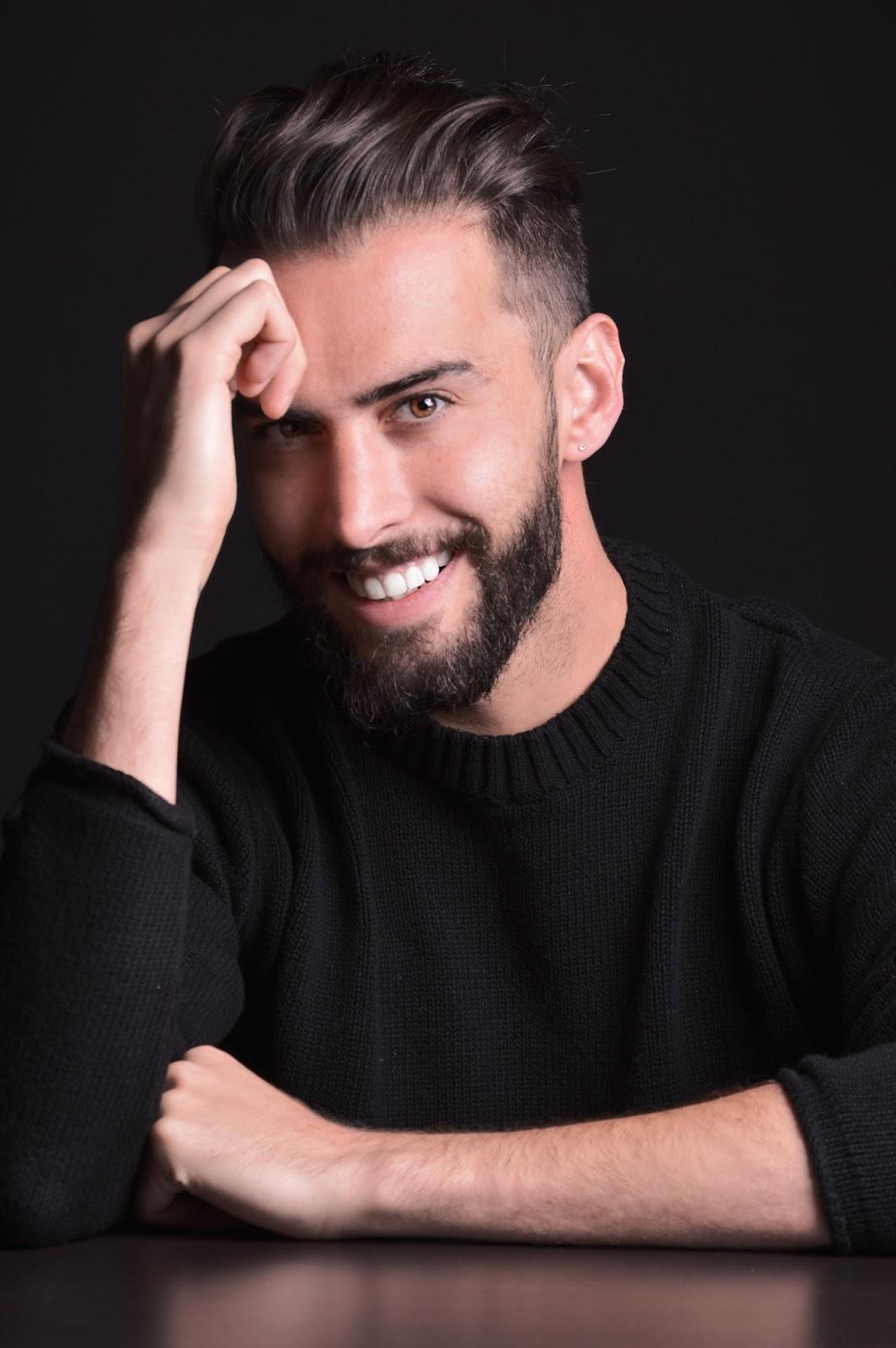 Carlo:  conductor host roberto presentador carlo Roberto