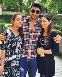 Arslan Goni Family Wife Son Daughter Father Mother Age Height Biography Profile Wedding Photos