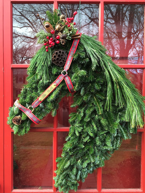 rantings of a horse mom holiday wreath how to make a horse head wreath. Black Bedroom Furniture Sets. Home Design Ideas