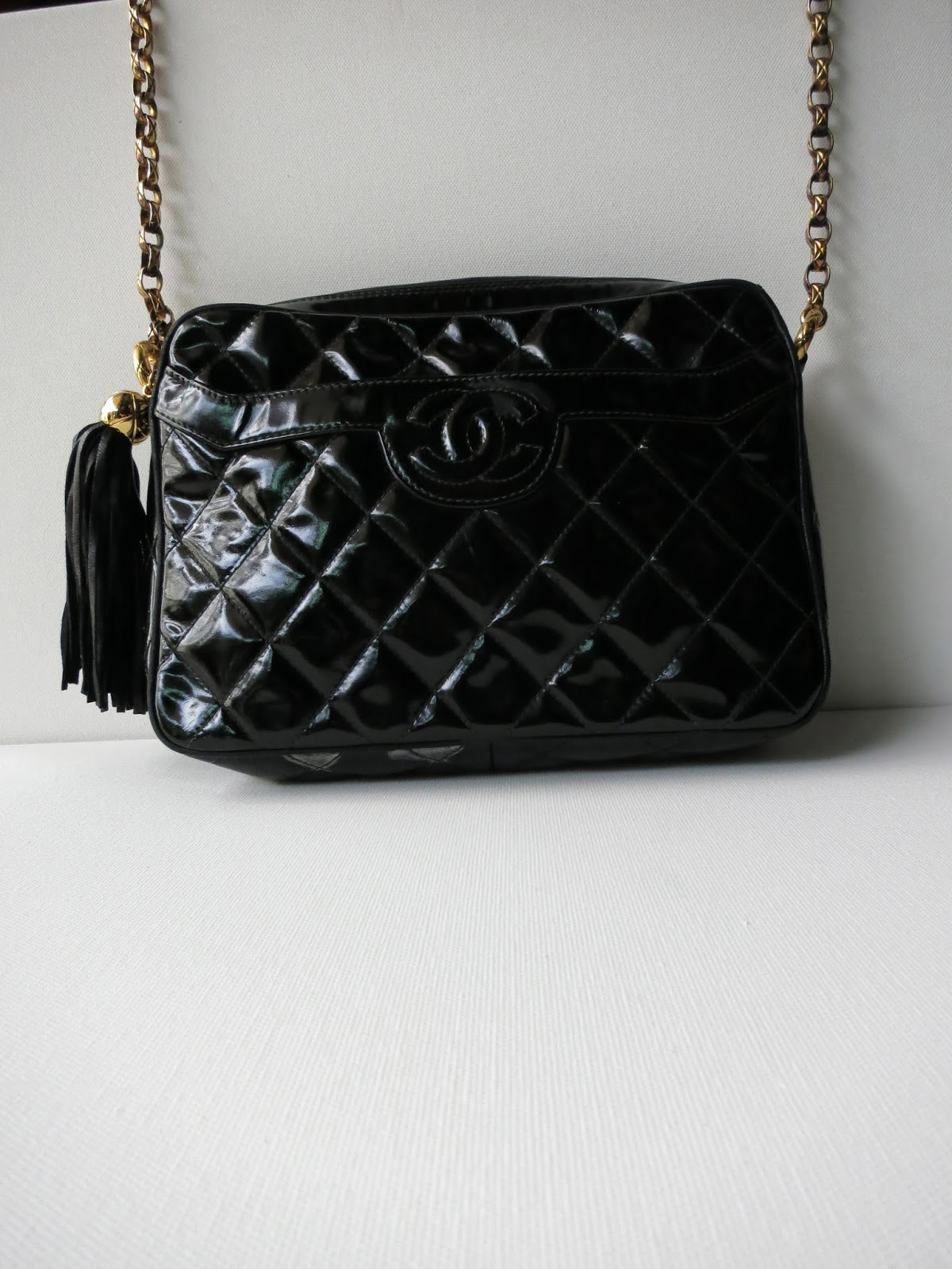 98622ca22931ec CHANEL CC LOGO DIAMOND QUILTED BLACK PATENT LEATHER TASSEL SHOULDER BAG  PURSE