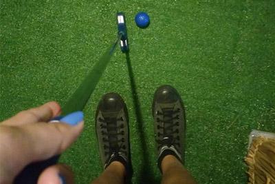 eu jogando mini golfe