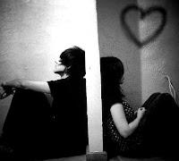 Imagen de un hombre y una mujer separados