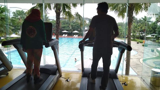 Fitness sambil liatin kolam renang? bisa