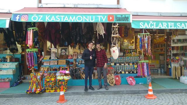 Harun İstenci Öz Kastamonu TV kurucusu Sağlar El Sanatları'nın sahibi Muhammet Ali Sağlar ile birlikte. Kastamonu - Nisan 2019