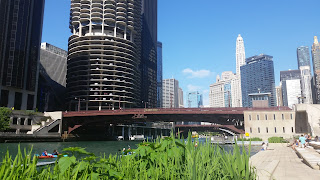 Chicago River and River City towers