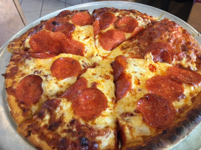 Pan Crust Round Table.Chef Sambrano Round Table Pizza Kihei Maui Nfl On The Tube