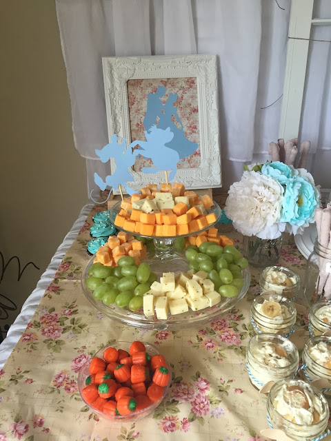 Vintage Cinderella birthday party decoration ideas. Toddler birthday party. Cinderella party food table backdrop and decorations. Cinderella birthday party outfit.