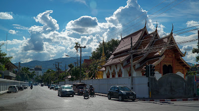Walking along Thonon Rachadamnoen road to Wat Phra Singh