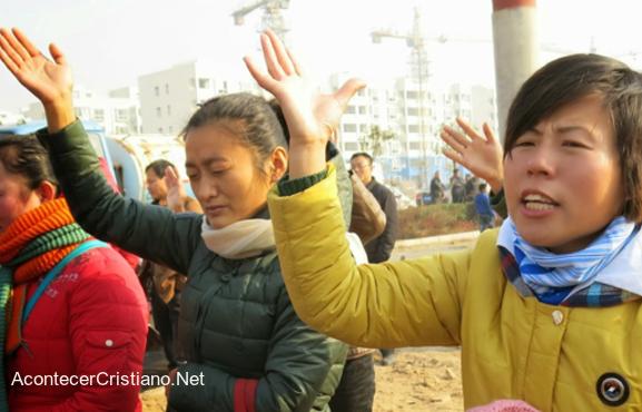 Cristianas chinas orando