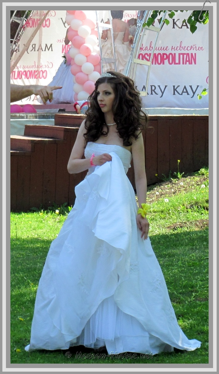 Hot Moscow Runaway Bride