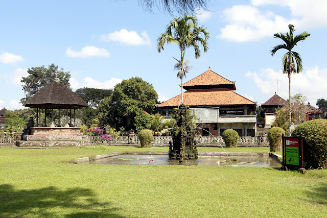 Edificio de la entrada de Taman Ayun (Bali)